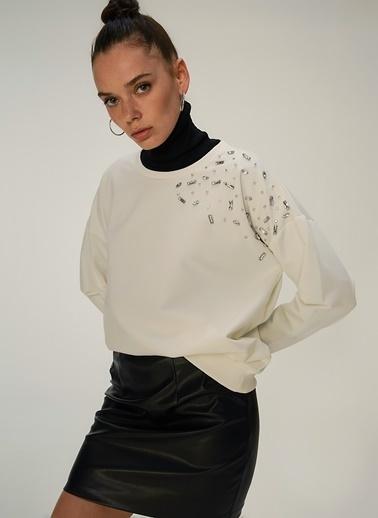 NGSTYLE Taş İşlemeli Sweatshirt Beyaz